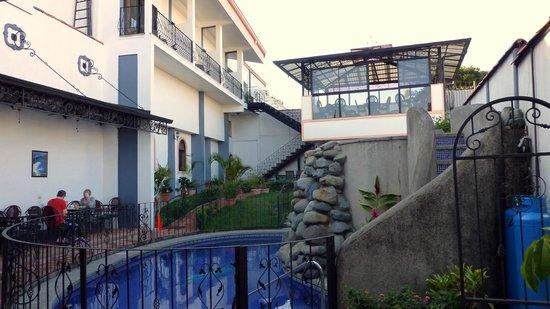 Hotel Santo Tomas:                   garden& relaxing room
