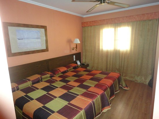Senator Cadiz Spa Hotel: Camas grandes, habitacion amplia