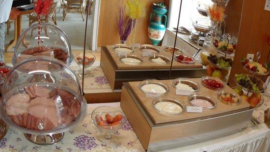 Hotel Goldenes M: Frühstücksbuffet