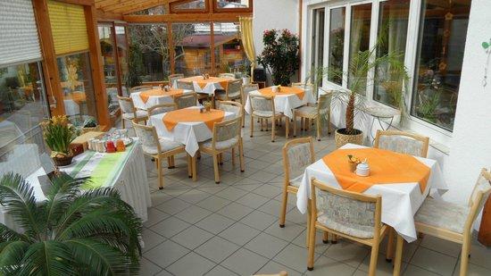 Hotel Goldenes M: Unser Wintergarten erwartet Sie zum Frühstück