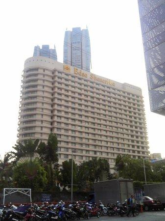Edsa Shangri-La:                   hotel