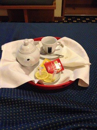 Biancamano:                   Un tè caldo in camera