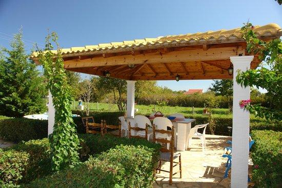 Villa Nefeli: Family Area in the garden