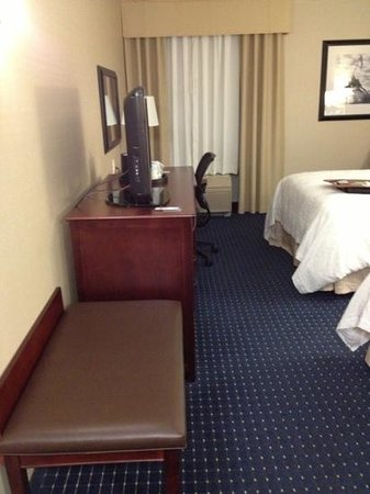 Hampton Inn Dulles-Cascades: I really like the large next for two pieces of luggage