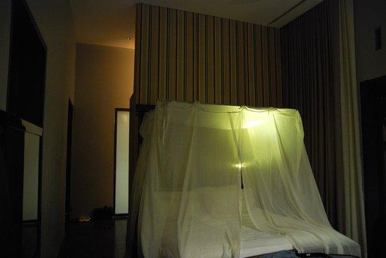ホテル デ ラ ペ ルアンプラバン,                   天蓋付きのベッド