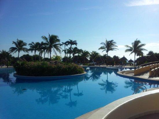 Grand Bahia Principe Tulum:                   Our Pool at 9am