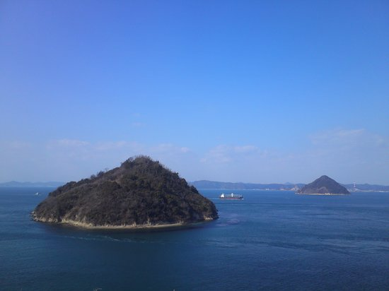 Cape Osaki-no-Hana:                   小槌、大槌の二島の向こう岸は岡山。