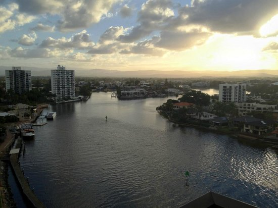 Vibe Hotel Gold Coast: View to the southwest down the river