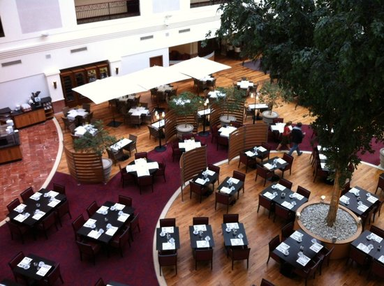 Sheraton Grand Krakow: Patio salle de restaurant