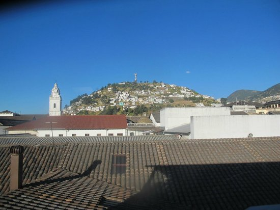 Hotel Boutique Plaza Sucre:                   View of El Panecillo from the hotel breakfast room