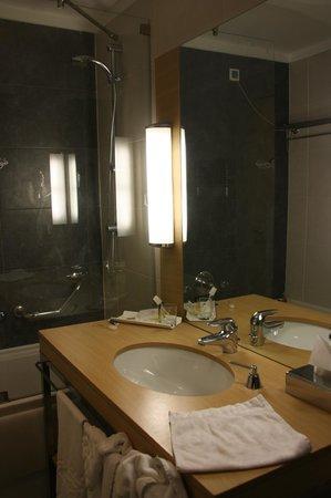 Mirage Hotel:                   Ванная комната в двухместном номере