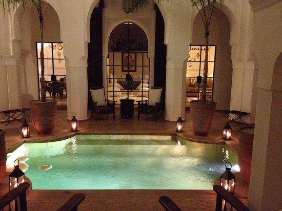 Dar Mo'da:                   La piscina al centro del Riad