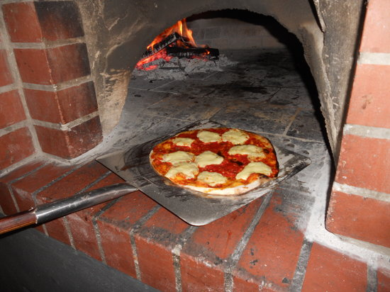 Charlies Pizza & Pasta Summerstrand: Proper wood fired pizza oven