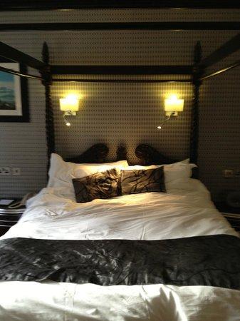 Talbot Hotel:                   Room