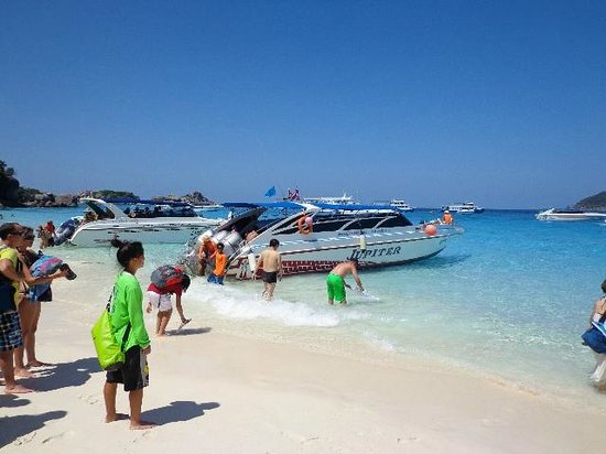 Similan Dive Center:                   boats docking at Island 4