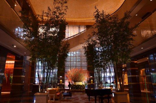 โรงแรมคอนราด เซ็นเทนเนียล สิงคโปร์:                   エントランス