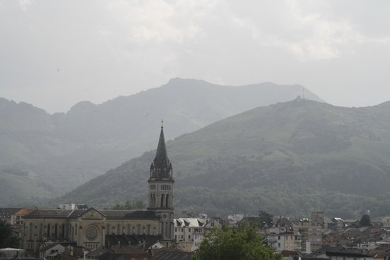 BEST WESTERN Hotel Beausejour Lourdes:                   View from room balcony