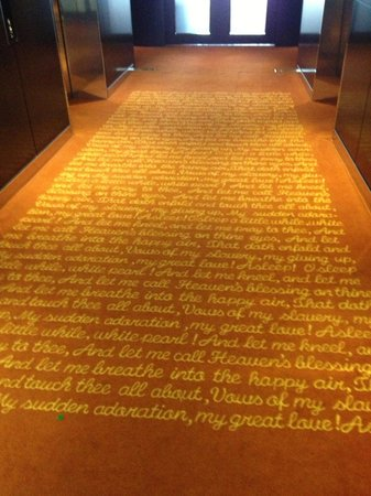Park Plaza Westminster Bridge London: Gorgeous carpet with gilded writing