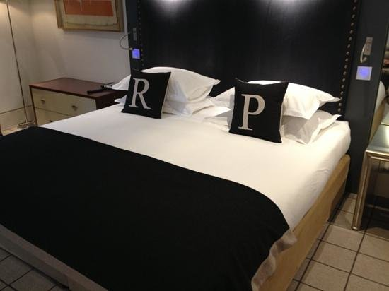 Rudding Park Hotel: spacious bed to say the least :)