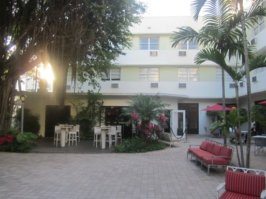 Entrance courtyard - Picture of Dorchester Hotel, Miami Beach - TripAdvisor
