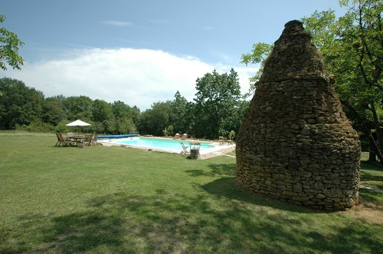La Blanquette : Pool with ancient borie