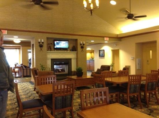 Homewood Suites by Hilton Portsmouth:                   breakfast area with TV