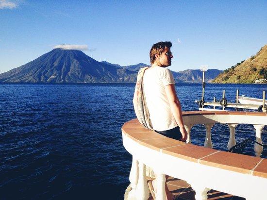 Hotel La Casa del Mundo: Morning swim in the lake