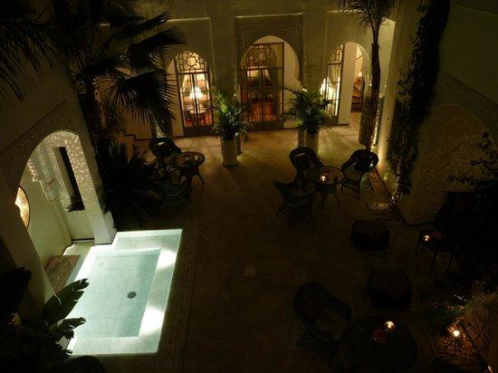 Riad Idra: Innenhof bei Nacht