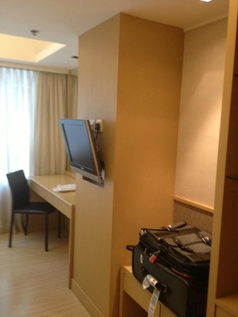 Hotel Benito: Study Desk with a wall mounted small TV