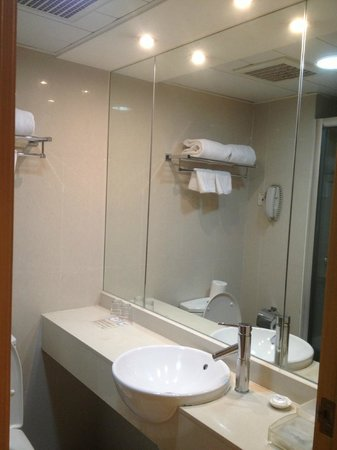 Hotel Benito: Small Bathroom Room