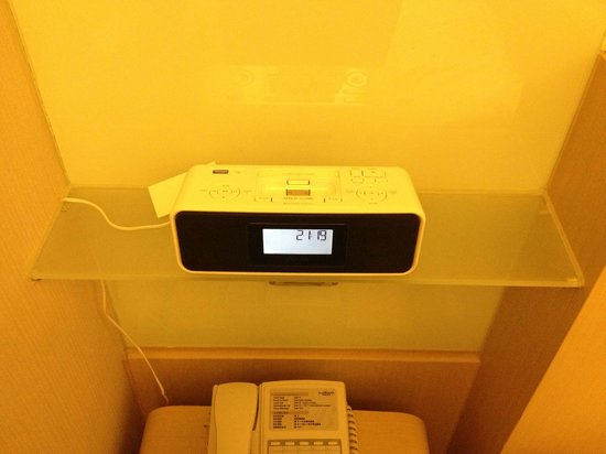 Hotel Benito: IPhone Docking Station inside room