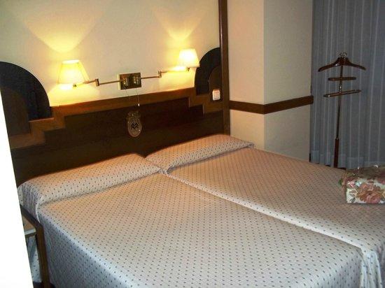 Hotel Maria Luisa : camas dobles
