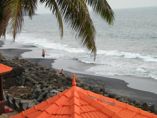 Samsara Harmony Beach Resort:                   Strand bei Flut