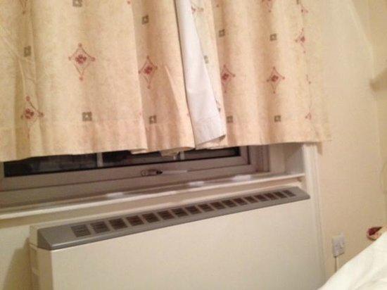 Dylan Apartments Paddington:                   Les rideaux trop court