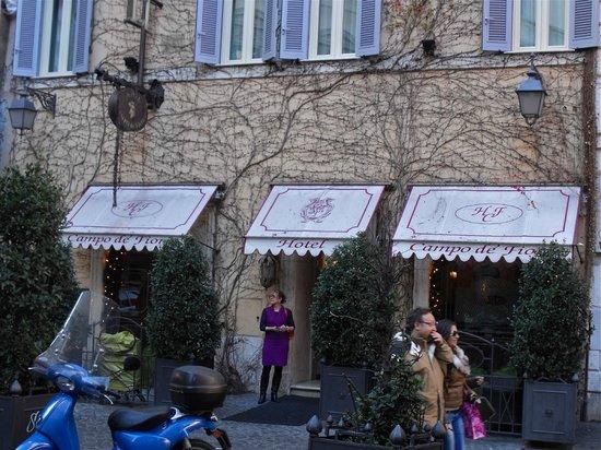 Boutique Hotel Campo dè Fiori:                   Front of hotel