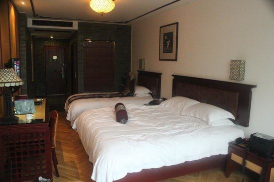 Lanting Resort:                   Family twin-bed room