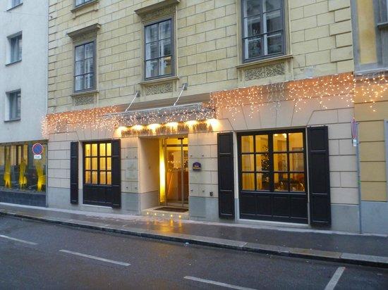 Hotel Das Tigra: Street View