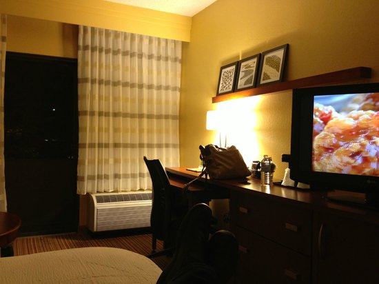 Courtyard by Marriott Greensboro : King Room