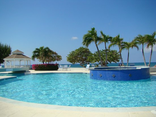 The Grandview Condos Cayman Islands:                   That great hot tub!