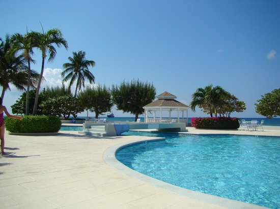 The Grandview Condos Cayman Islands:                   The amazing pool!