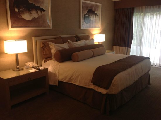Luxe Sunset Boulevard Hotel:                   Comfortable bed
