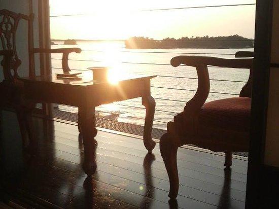 Hotel Ryugu:                   部屋から眺める夕日が最高です。