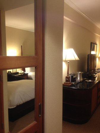 Hilton San Francisco Union Square:                   部屋の入口からパチリ                 