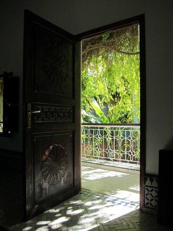 Dar El Assafir :                   部屋から望む廊下