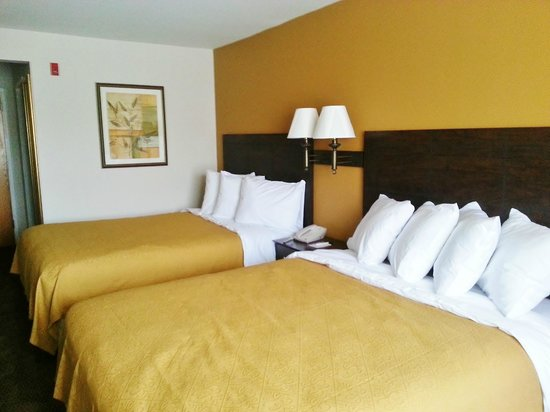 Quality Inn Conference Center Citrus Hills: Our standard two queen room