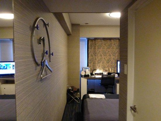 Hotel Villa Fontaine Kudanshita:                                     洋服掛けがお洒落