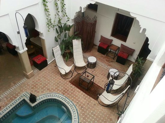 Riad Les Jardins Mandaline:                   Seating area by the pool
