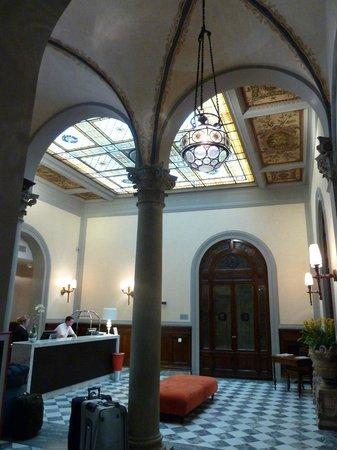 โรงแรมเอนเอช ปอร์ตา รอสซ่า:                   Reception area