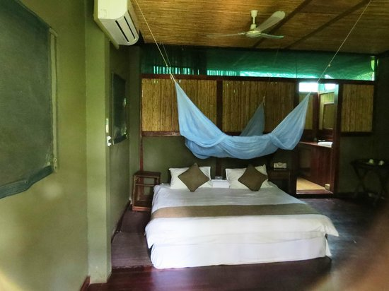 Kwalape Safari Lodge:                   Cottage room