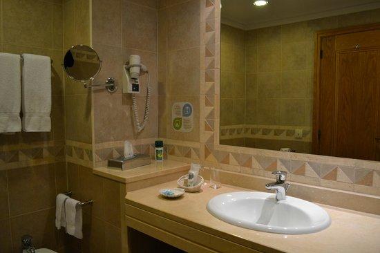 Porto Mare Hotel:                   Salle de bains